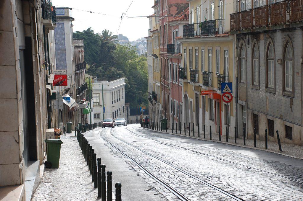 Looking ESE down Calçada da Estrela (at Rua Doutor Teófilo Braga).