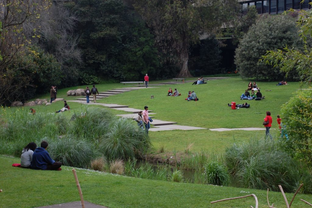 A popular spot for people to congregate at the Fundação Calouste Gulbenkian.