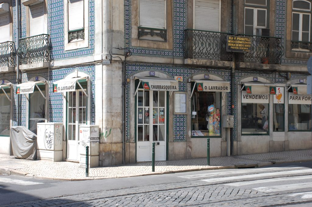 We had two great meals here (frango), once for lunch and once para fora (take-out).