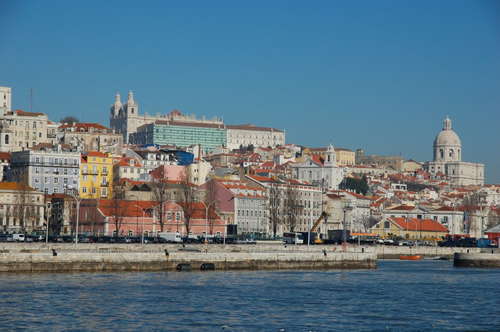 Approaching Lisboa on the barco (ferry) from Barreiro. The large building in the middle (at the top/back of the photograph) is the Mosteiro de São Vicente de Fora.