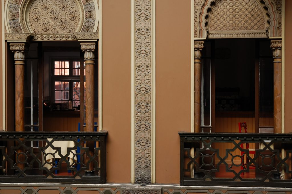 The blue and the red in Casa do Alentejano.