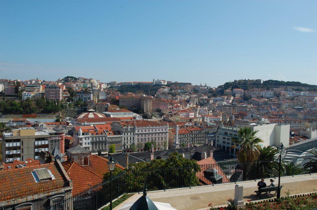 Overview of Lisboa from São Pedro de Alcântara.