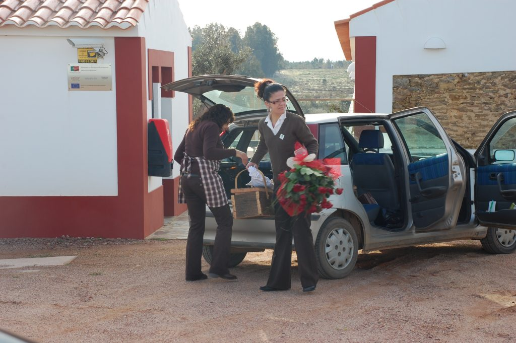 Delivering breakfast and flowers at Naturarte-Rio on Valentine's Day, which is growing in popularity (or, at least marketed more successfully) in Portugal.
